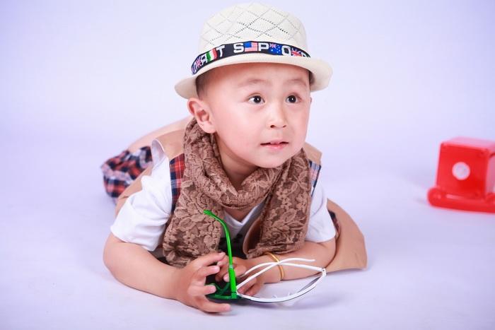 苏州儿童摄影-一只红色小喇叭的晒片