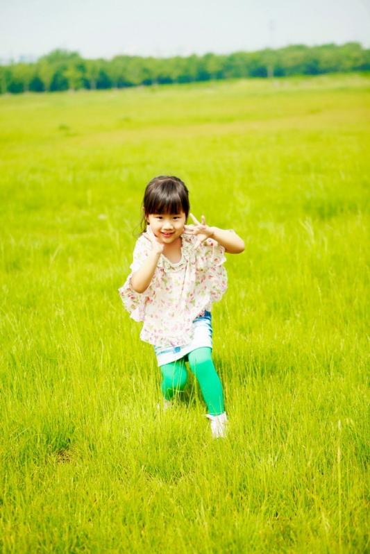 苏州儿童摄影-滨水之畔的洛的晒片